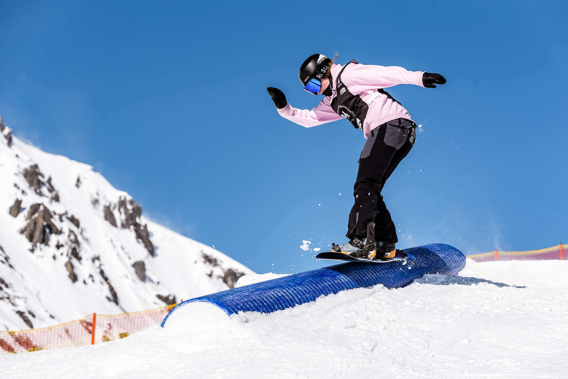 web mayrhofen 23 02 2019 action sb cerys allen christian riefenberg qparks 1