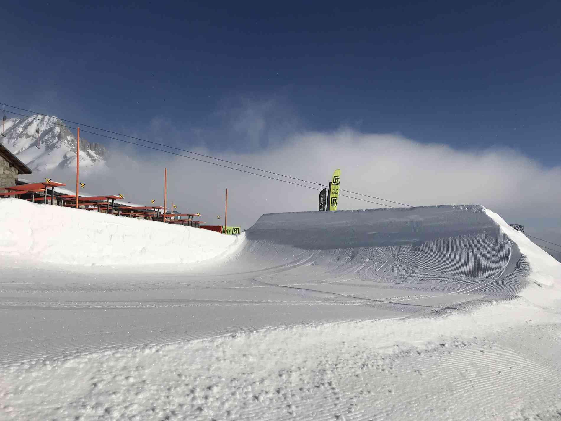 Snowpark Jump Quarter 10m
