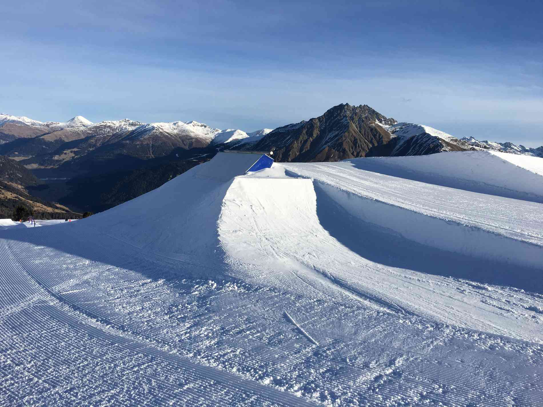 Snowpark Special T-Bone Wallride 6m